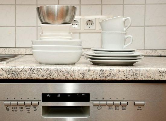 Helsingin HO 17.8.2017 nro 980: Isännöitsijän ja asunnon omistajan välinen sopimus huoneiston korjauskustannuksista sitoi – vesivahinko aiheutti ison laskun taloyhtiölle