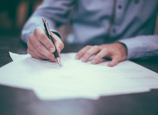 Kuukauden lakikysymys: Yhtiökokouksen pöytäkirjantarkastaja, mitä rooliin kuuluu?Entä, jos tehtävään valittu henkilö ei suostu allekirjoittamaan pöytäkirjaa?