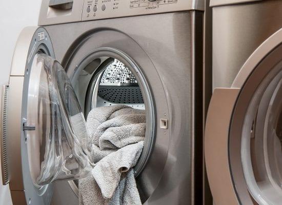 Pesukoneen poistoputki johti vedet suoraan talon rakenteisiin – huoneiston entinen asukas joutui vastuuseen urakoitsijan asennusvirheestä