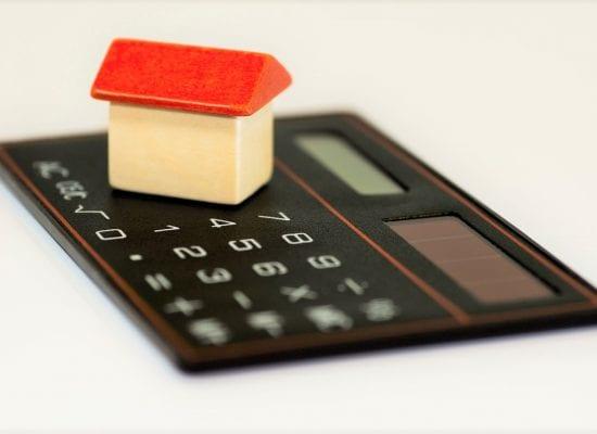 Remontti edessä, rahat vähissä — harkitaanko taloyhtiössänne omaisuuden myymistä?