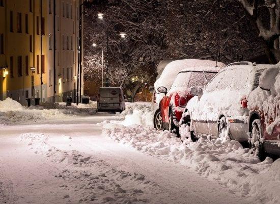 Onhan taloyhtiösi varautunut lumen tuloon? Kertaa nämä talvikunnossapidon keskeiset säännöt