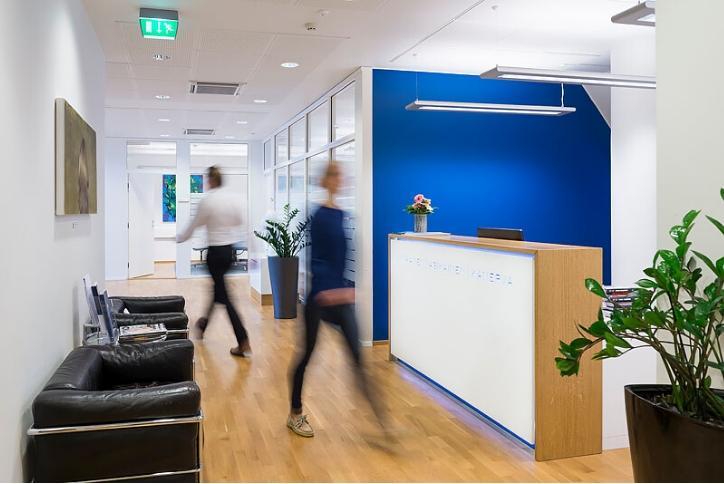 Asianajotoimisto Kuhanen Asiakainen ja Kanerva toimistolla vilskettä Helsingissä
