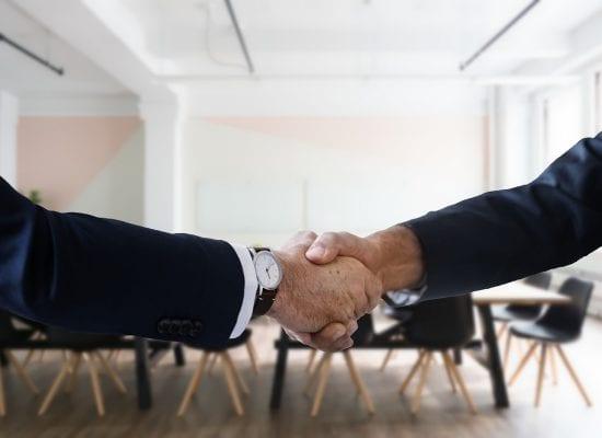 Taloyhtiön puheenjohtaja teki yhtiön remonttihankintoja omistamastaan yrityksestä: yhtiökokouksen päätös vastuuvapauden myöntämisestä ratkaisi oikeudessa