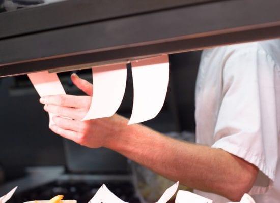 Ravintoloitsija väitti, että liiketilan vuokrasopimus irtisanottiin kiusallaan – oikeus ei löytänyt aihetta vaadittuihin jättikorvauksiin