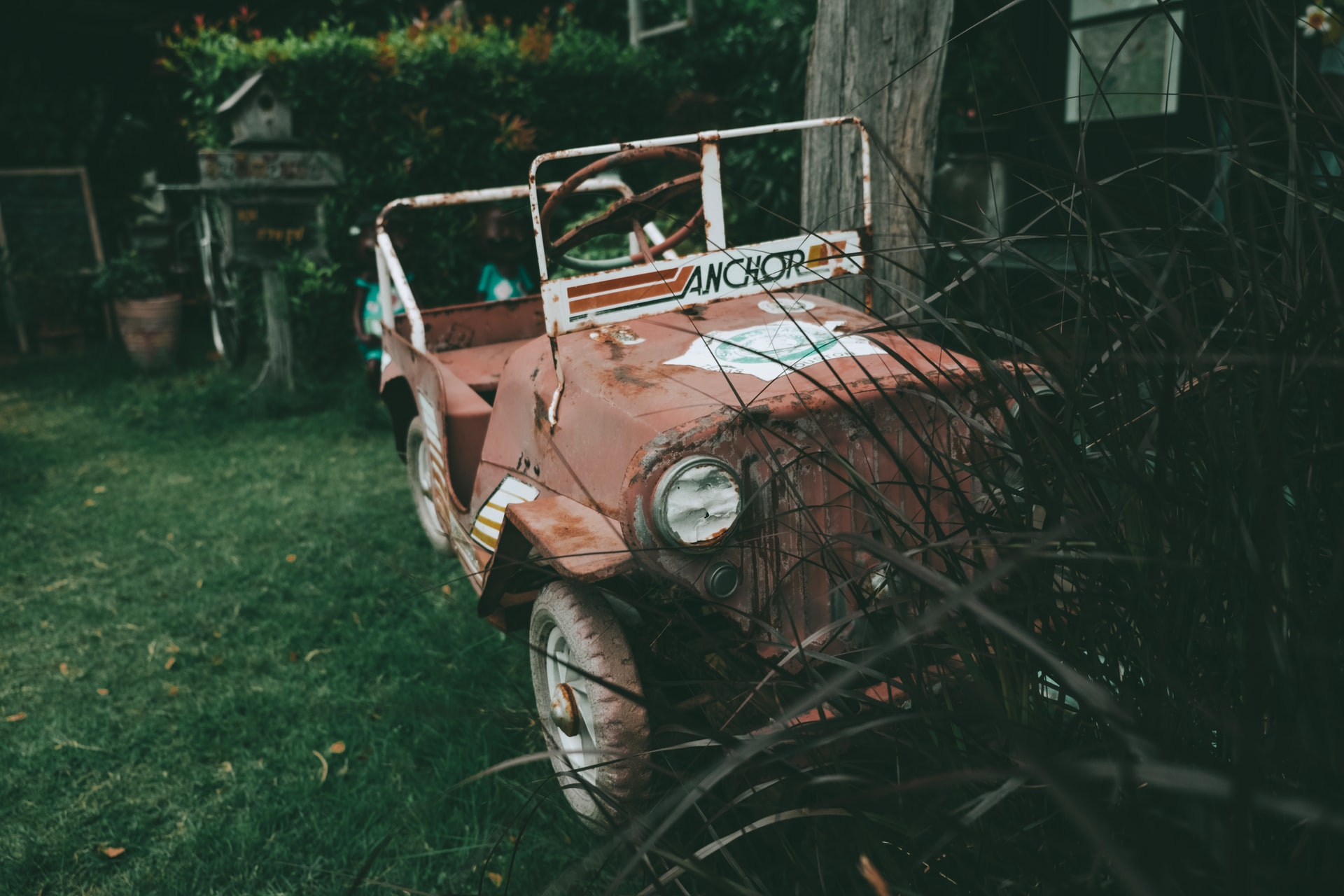 Pihamaa täynnä autonromua – voiko taloyhtiö puuttua osakashallintaisen piha-alueen yleiseen siisteyteen?