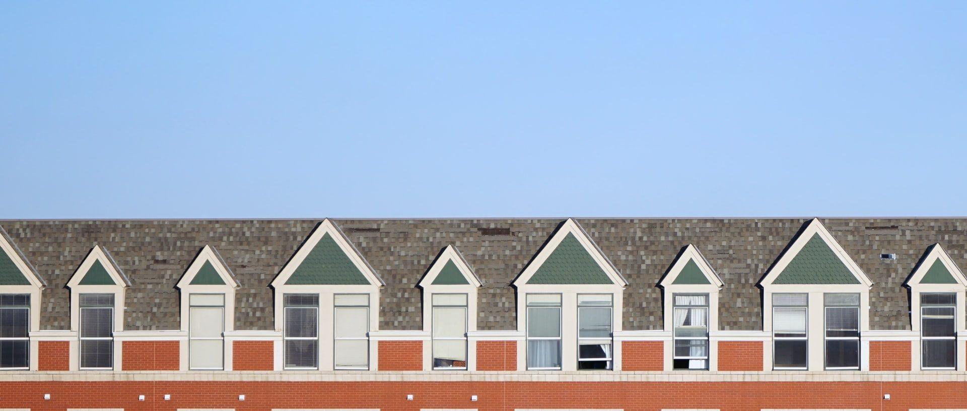 Kiista ullakkoasunnon kahdeksasta ikkunasta ratkesi taloyhtiön hyväksi
